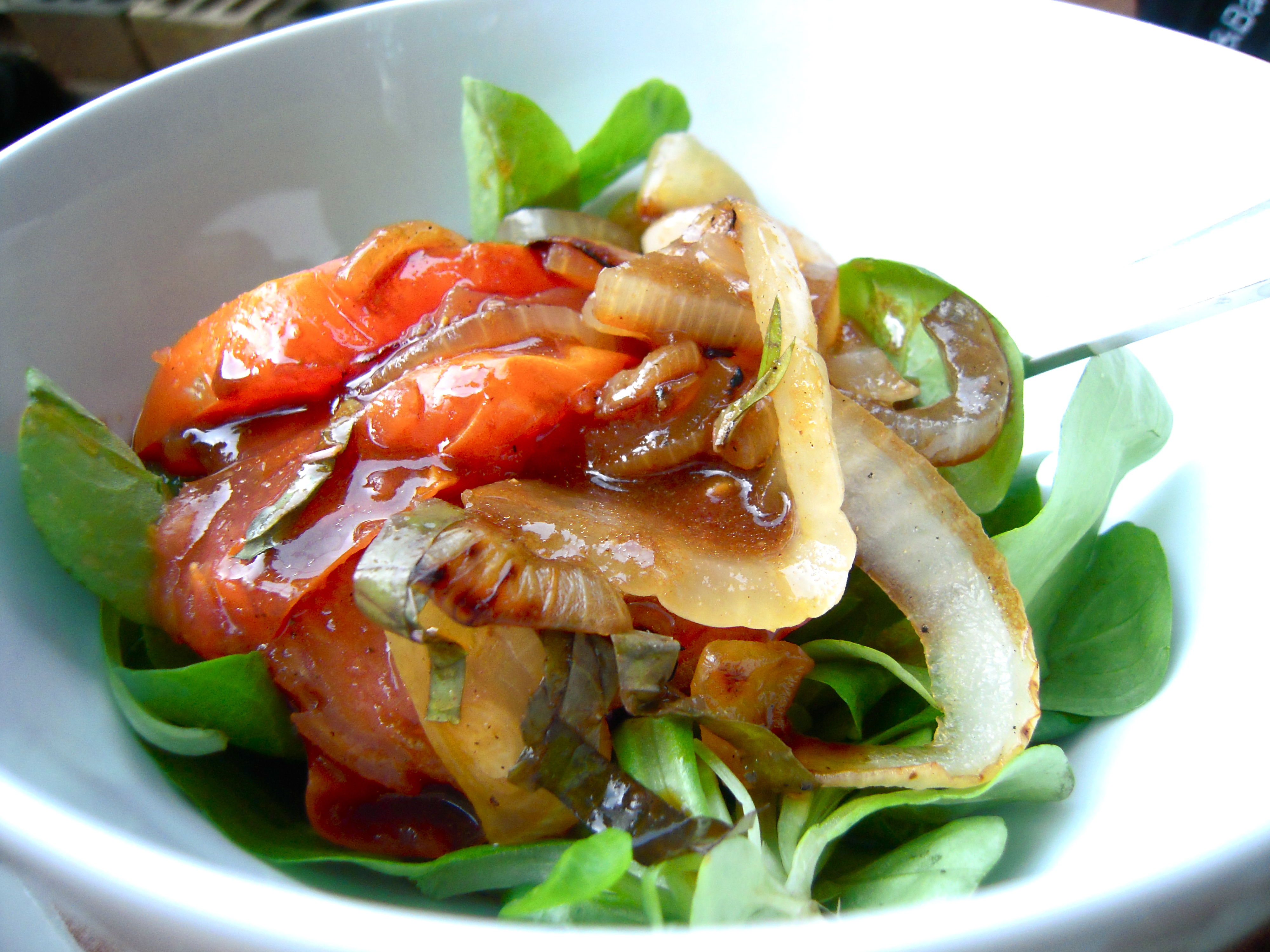 Grilled Tomato and Onion Salad | The Newlywed Chefs